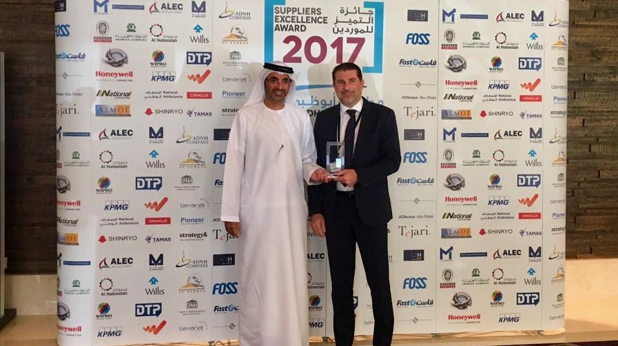 Abdul Razzak Mikati accepts ADAC's Suppliers Excellence Award