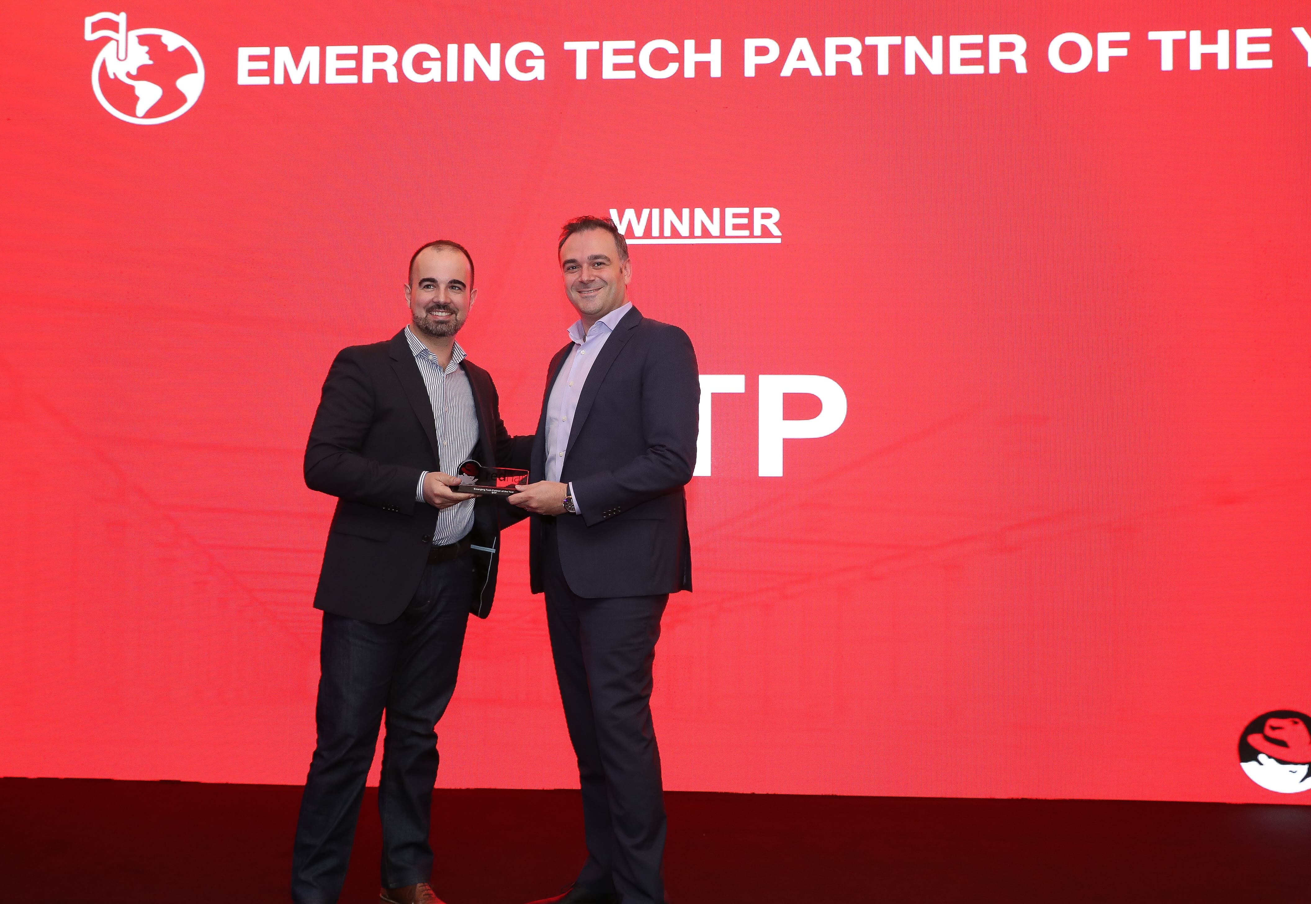 Fawaz Baroud accepts Red Hat's Emerging Tech Partner of the Year Award